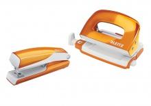 Sada mini zošívačka a dierovačka Leitz WOW oranžová